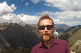 Nico und das Huancaya Gipfelkreuz.