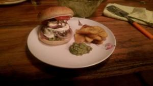 Selbstgemachter Burger mit Kochbanane